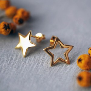 SEGSMP Mismatched Gold Star Stud Earrings 900x900 3