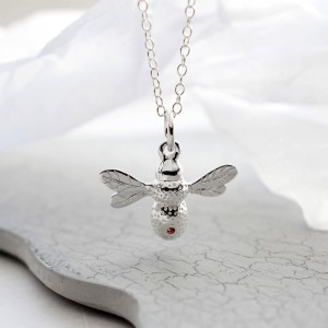 LCNSRBZP Silver Bee Necklace with RUBY (2)