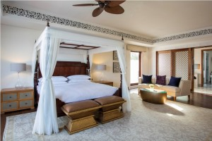 1433947537_ZNZPH-Royal_Residence-Master_King-Bedroom_(2)