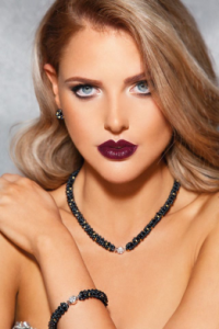 "Model wearing ""Maison Laffite"" pearl necklace and bracelet, available with 25%Off"